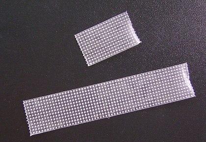 プラスチックテープを適当な長さに切る