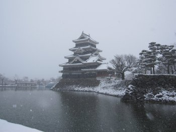 雪の松本城2