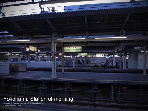 朝5時半ごろの横浜駅
