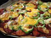 click!! 2種類のチーズとソーセージのトマトソースピザ