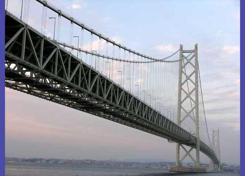 明石海峡大橋の下で