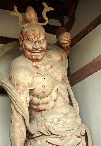 金剛力士像(左)
