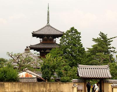法起寺・西門