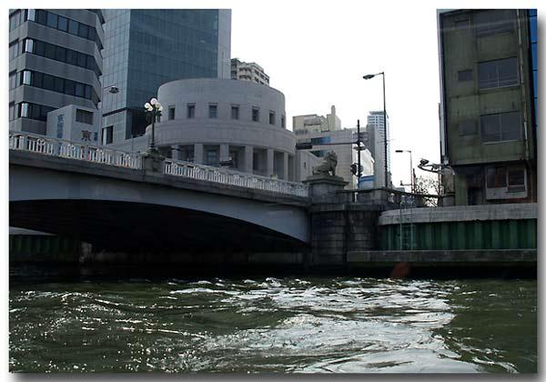 難波橋の下
