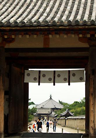 東大門(国宝・奈良時代)