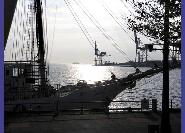 ヨットと夕日