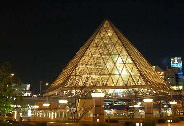 明かりのピラミッド