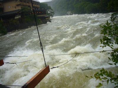 寄り添橋から見た川