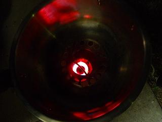 s-ストームクッカーXLの中心で燃焼する中華バーナー