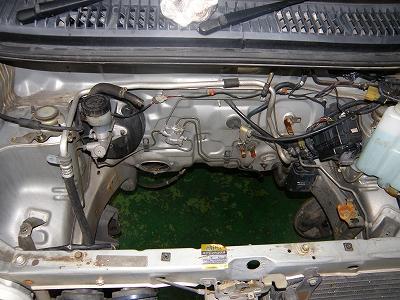 s-空っぽのエンジンルーム