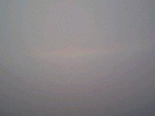 海にできた逆の虹