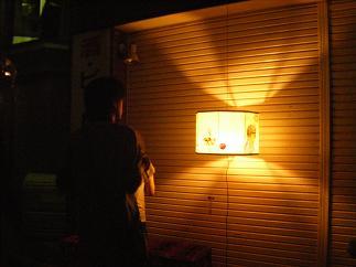 夜の光る灯籠もまた良い