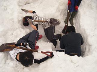 Sちゃん掘った穴に落ちるハプニングも(笑)