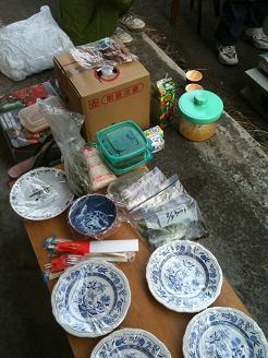 食料やお皿、飲み物なども各部屋から集まって来た
