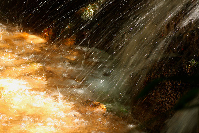 羽衣石の鮎返りの滝
