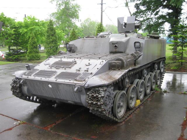 試作車装甲人員輸送車