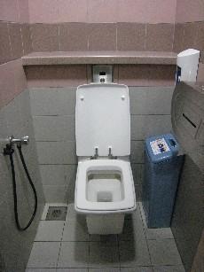 四角いトイレ