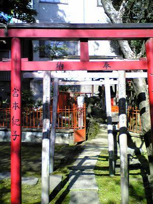 三囲神社 赤い鳥居
