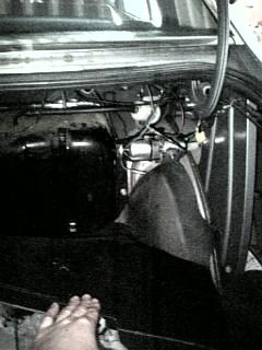 燃料タンクと電磁ポンプ