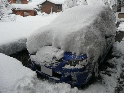 ファミリアに積もった雪
