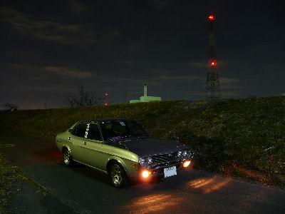 マツダルーチェと深夜の堤防
