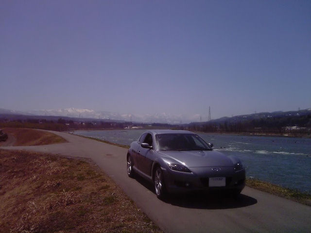 RX-8と信濃川