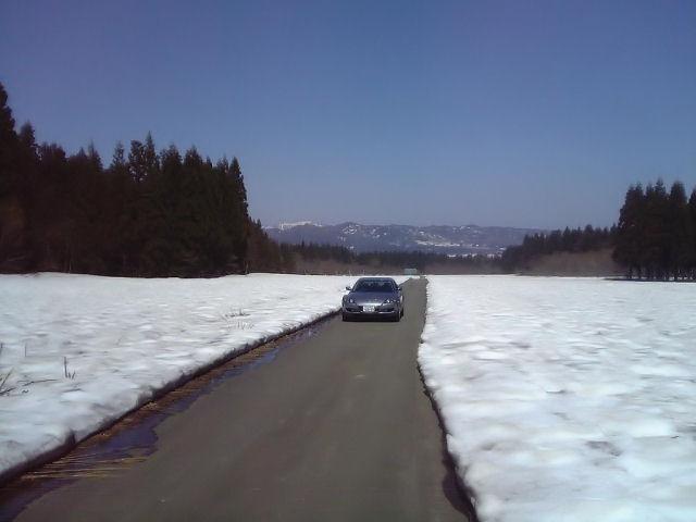 RX-8と融けかけな雪原