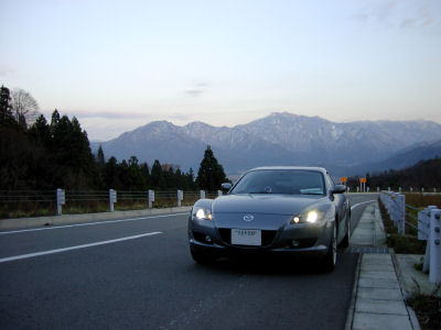RX-8と雪山
