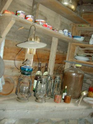電気の無い暮らしには必要であったであろうランプ