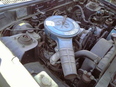 ルーチェワゴンのエンジンルーム
