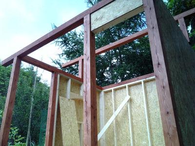 2×4の物置・便所小屋造り途中