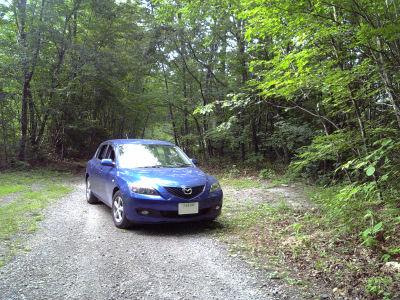 マツダアクセラ南アルプス山麓の林道を走る