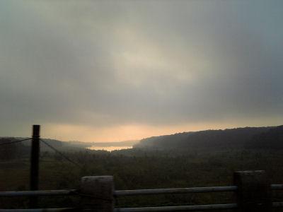 朝焼けの多摩湖