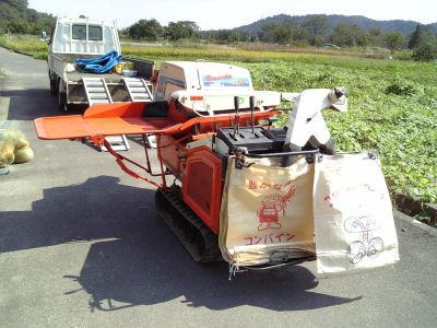 自走式脱穀機、ハーベスタ