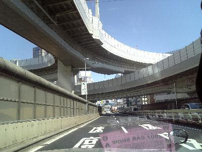 新宿を走るルーチェ