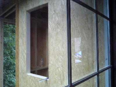 開いた窓の穴