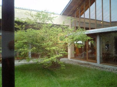 安曇野ちひろ博物館の中庭