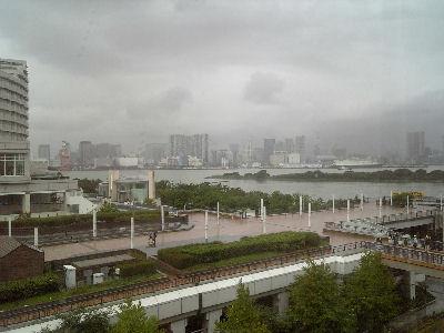 アクアシティお台場のレストランから見える東京湾