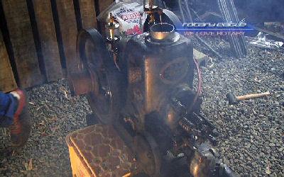 運転中のクボタAHC型石油発動機