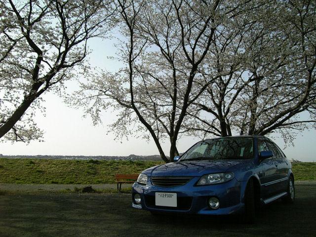 マツダファミリアSワゴンと'06年の桜