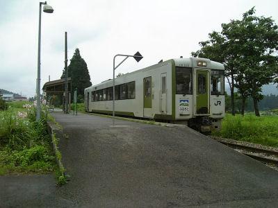 """土市駅とキハ110""""ふるさと"""""""