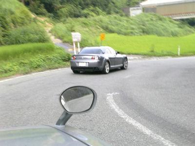 RX-8の後ろを走るルーチェ