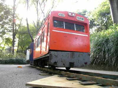 昔走っていた中央線の電車をイメージ