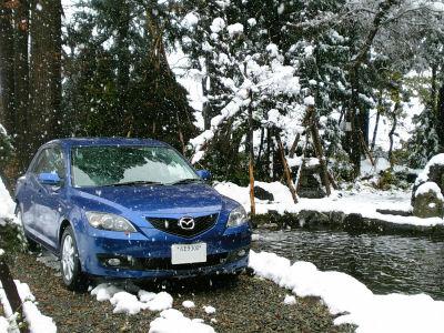 マツダアクセラと12月の雪