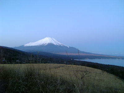 朝焼け前の富士山
