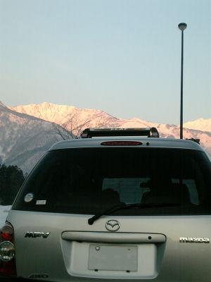 MPVと陽を浴びた山