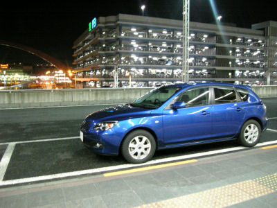 アクセラと羽田空港の駐車場