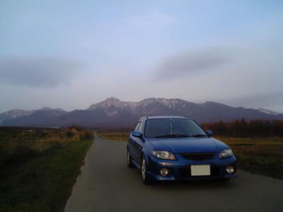 初冬の八ヶ岳山麓とファミリアSワゴン