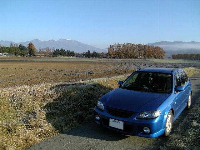 マツダファミリアと浅間山