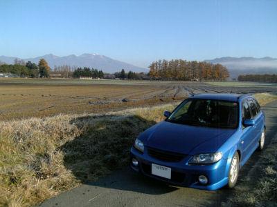 浅間山とファミリアSワゴン